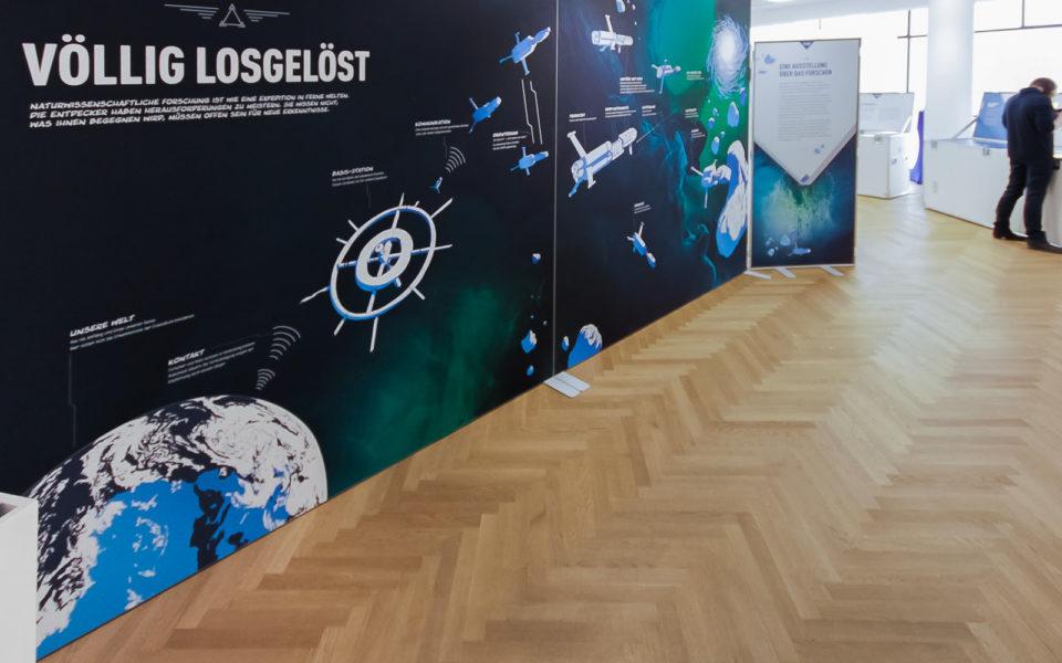 Eingangssequenz der Wanderausstellung Völlig losgelöst Ruhr Universität Bochum